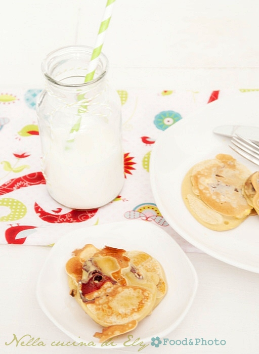 Pancakes rustici con farina di Roveja e frutta essiccata