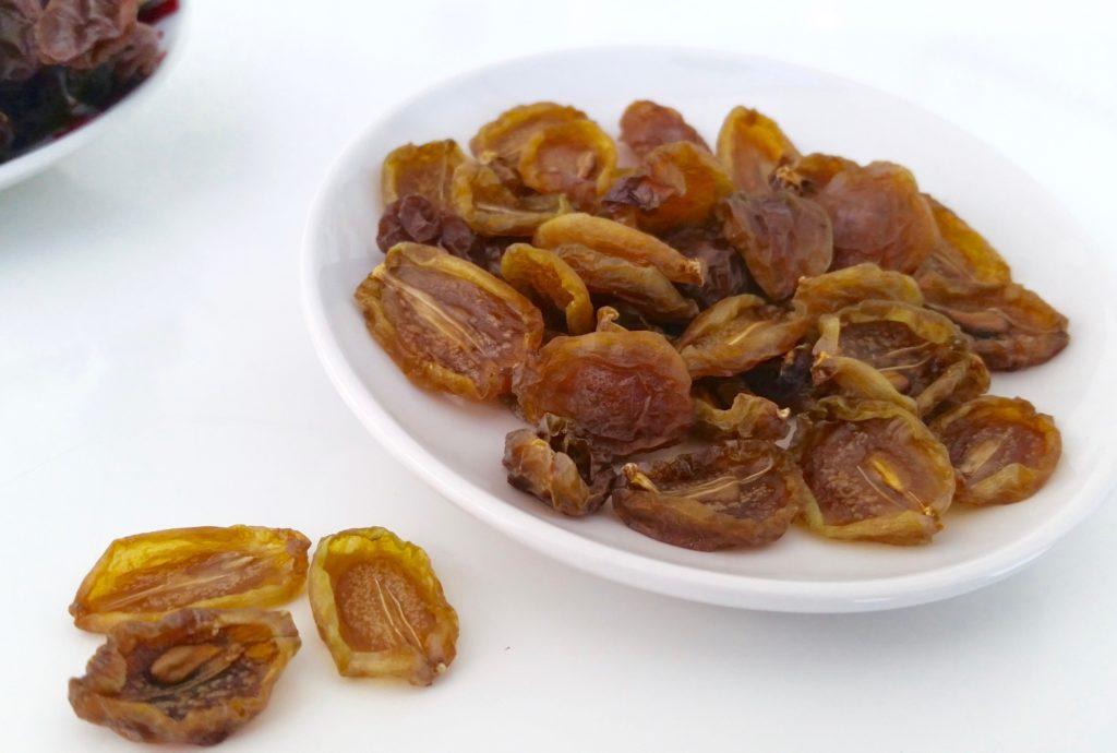 Acini uva essiccazione metà