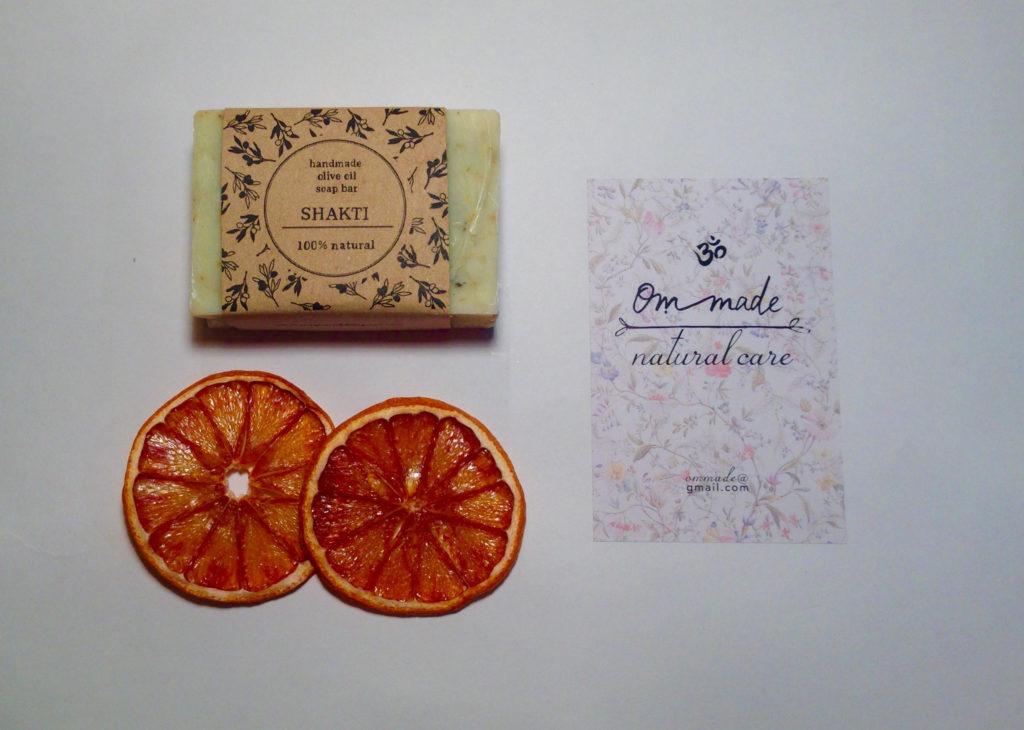 scrub con bucce d'arancia essiccate