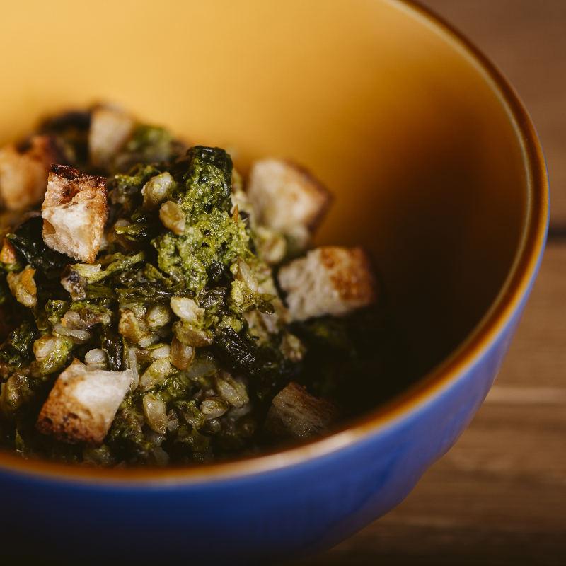 Zuppa di farro con cime di rapa e speck
